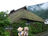 クマのルーニー 萱葺き屋根