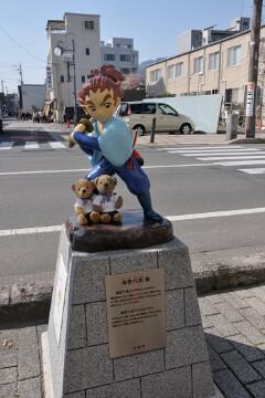 海野六郎像