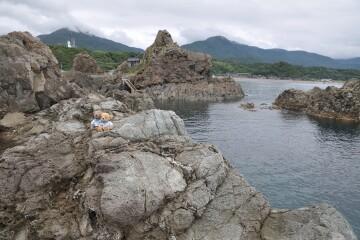 弁天岩と入崎弁天堂